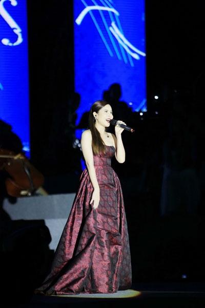 Thu Minh, Noo Phước Thịnh gây bất ngờ khi hát nhạc cách mạng - 9