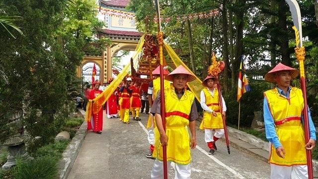Đoàn rước đi qua nhiều nơi sau đó rước đức Phật trở về chùa Đồng Đắc để tiến hành các nghi lễ theo nghi thức Phật giáo.