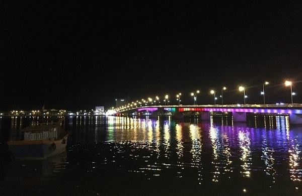 Cầu Nhật Lệ khi đêm về