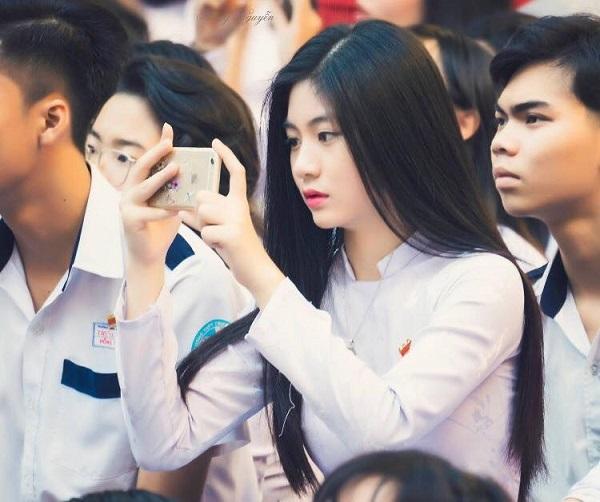 Nam Phương từng được cộng đồng mạng biết tới với hình ảnh mặc áo dài trắng xinh đẹp đến thế này