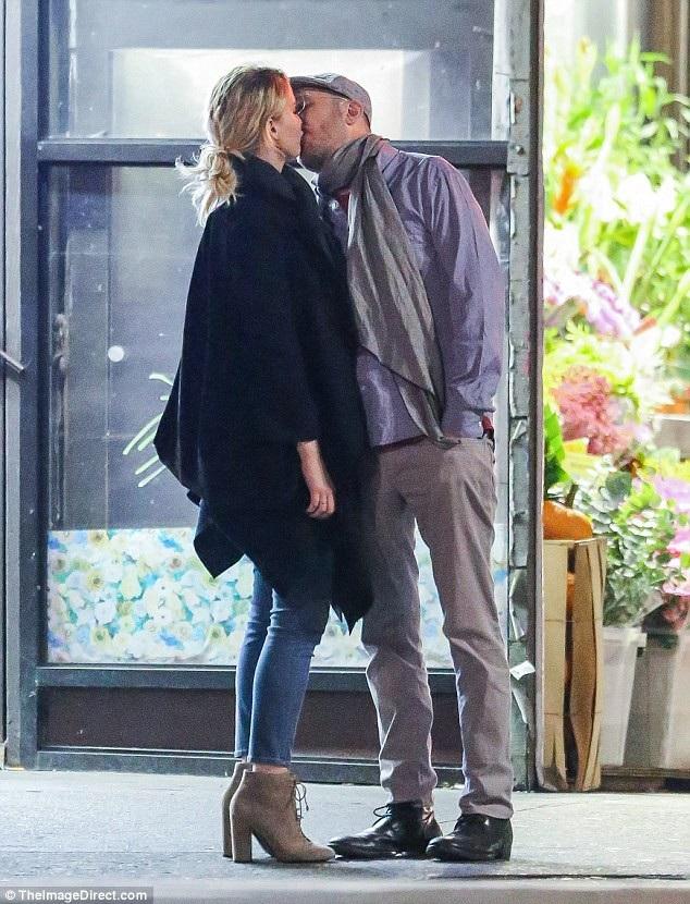 Jennifer Lawrence, 27 tuổi và bạn trai 48 tuổi quen biết và yêu nhau trong thời gian quay bộ phim Mother vào năm 2016
