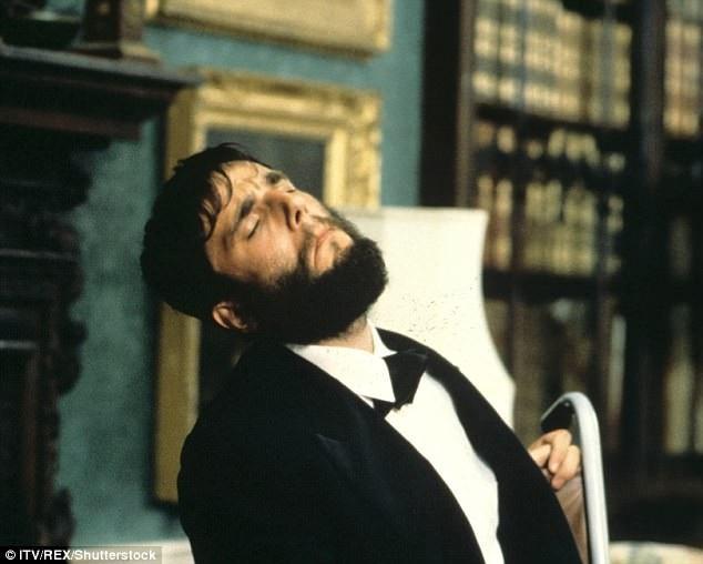 """Tượng vàng Oscar đầu tiên của Daniel là khi ông vào vai nhà văn - họa sĩ người Ireland - Christy Brown, vốn bị chứng liệt não trong phim """"My Left Foot"""" (1989)."""