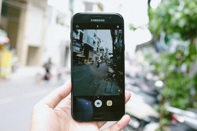 10 mẫu smartphone cận cao cấp đáng chú ý nhất năm 2017 - 1