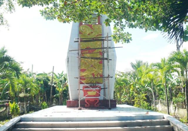 Bia tưởng niệm đồng bảo bị tử nạn trong cơn bão số 5 năm 1997 tại xã Khánh Hội, huyện U Minh, tỉnh Cà Mau.