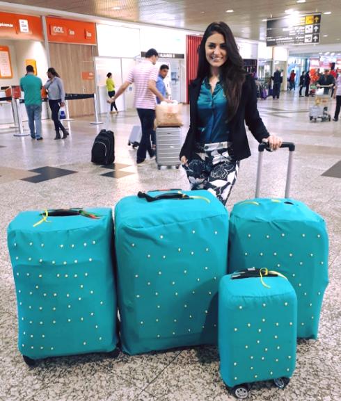 Trên trang fanpage của mình, hoa hậu Brazil khoe ảnh chuẩn bị lên đường sang Việt Nam với đống hành lý khủng.