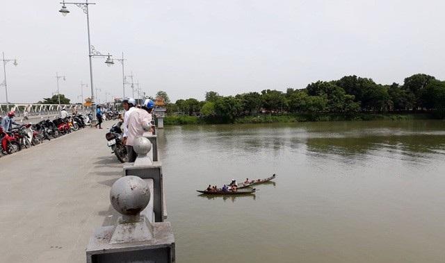Năm 2017, gần 30 vụ nhảy sông Hương tự tử  - Ảnh 1.