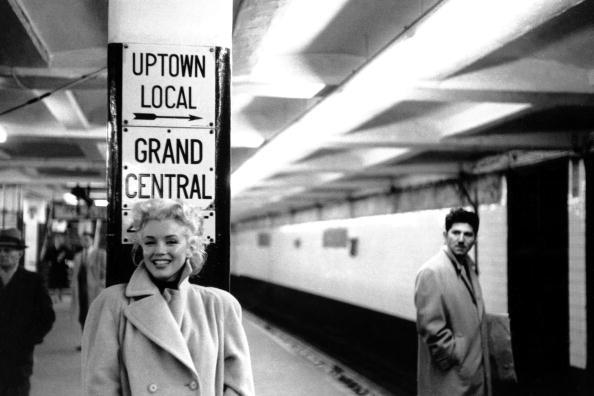 Nàng vô tư sải bước ở bất cứ đâu tại New York, không ai làm phiền nàng như ở Hollywood.