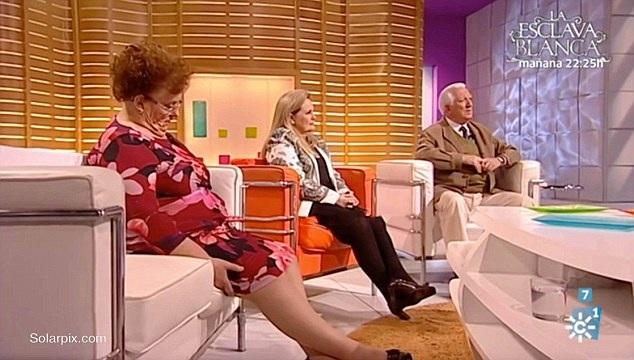 Bà cụ Eloisa xuất hiện trong một chương trình hẹn hò dành cho người lớn tuổi ở Tây Ban Nha đã bất ngờ ngủ gật khi chương trình đang lên sóng.