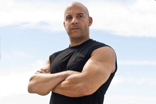 """Vin Diesel đứng ở vị trí thứ 3 với 54,5 triệu USD (1.238 tỷ đồng). Trong năm qua, Vin đóng những phim như """"xXx: Return of Xander Cage"""" (XXX: Sự trở lại của Xander Cage), """"The Fate of the Furious"""" (Fast & Furious 8), """"Guardians of the Galaxy Vol. 2"""" (Vệ binh đải ngân hà 2)."""