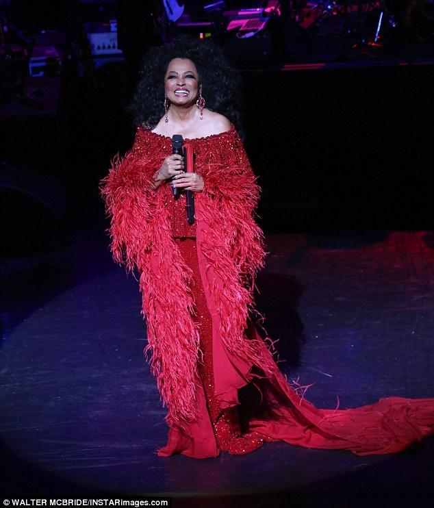 Diana Ross trong một lần xuất hiện hiếm hoi trên sân khấu ca nhạc ở New York (Mỹ) hồi cuối tuần qua.