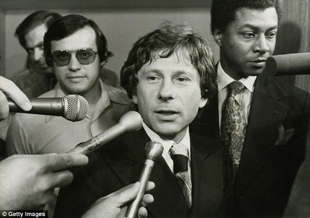 Đạo diễn Polanski xuất hiện tại tòa án thành phố Santa Monica (Mỹ) năm 1977 vì tội danh ấu dâm.