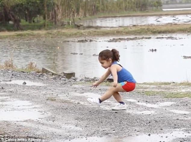 Ngoài luyện tập thể lực trong nhà, giờ đây, Arat đã học bơi và học chạy.