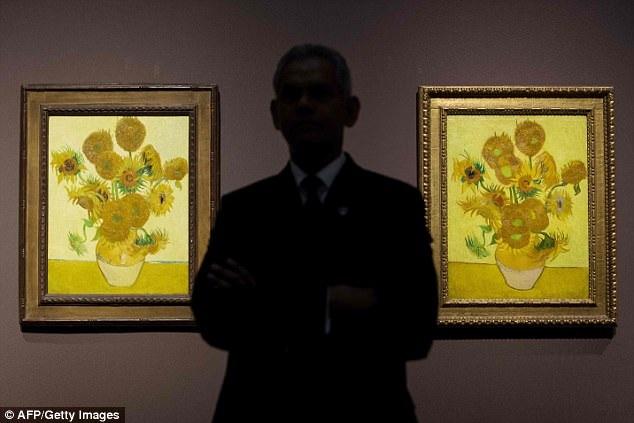 """Trong """"Loving Vincent"""", người xem sẽ bắt gặp những cảnh phim gợi nhắc tới những tác phẩm hội họa nổi tiếng của ông."""