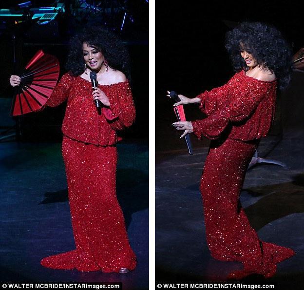 """Sự xuất hiện hiếm hoi của nữ danh ca trên sân khấu đã khiến các fan của bà rất vui mừng bởi dù đã ở tuổi 73, nhưng Diana Ross vẫn rất… """"phong độ""""."""
