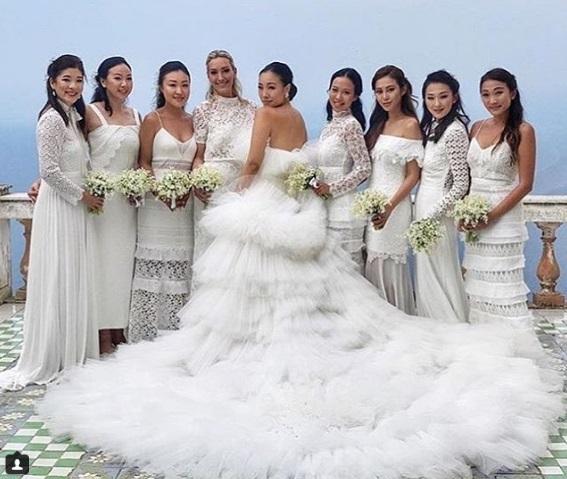 Cô dâu và các phù dâu