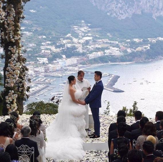 Lễ cưới chính thức được cử hành