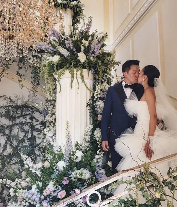 Hôn lễ diễn ra trong villa nằm bên bờ biển