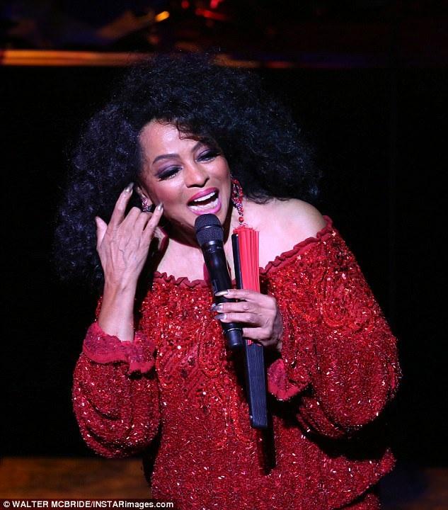 Trong đêm biểu diễn tràn đầy năng lượng, Diana Ross đã biểu diễn lại nhiều bản hit trong sự nghiệp.