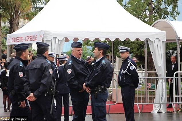 Ngay từ Liên hoan phim Cannes 2016, cảnh sát Pháp đã được huy động dày đặc để bảo vệ an toàn cho sự kiện điện ảnh trứ danh gắn liền với tên tuổi thành phố biển.