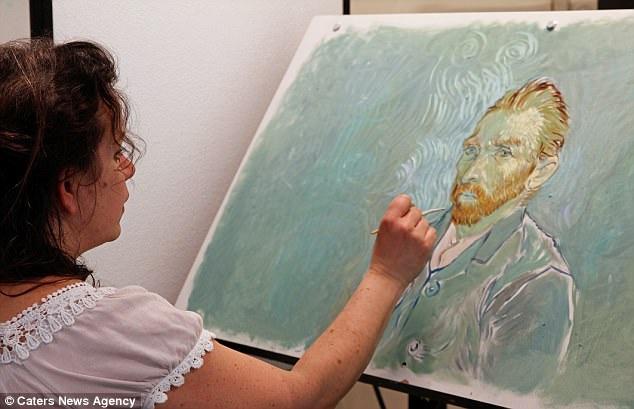 """125 họa sĩ đã làm việc ngày đêm trên xưởng vẽ để giúp thực hiện bộ phim điện ảnh độc đáo nhất trong lịch sử điện ảnh. """"Loving Vincent"""" chính là bộ phim được chờ đợi hàng đầu trong mùa thu này."""