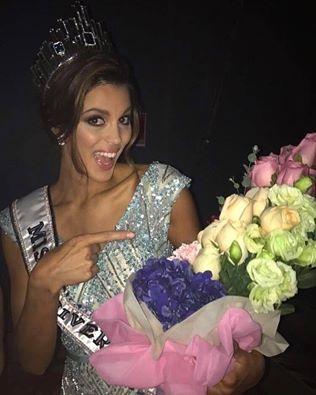 Hình ảnh mới nhất của tân hoa hậu sau một ngày kể từ khi đăng quang ngôi vị Hoa hậu hoàn vũ 2016. Cô tỉnh dậy tại phòng khách sạn ở Mỹ với vương miện bên cạnh và không quên chụp ảnh tự sướng để chia sẻ với người hâm mộ trên toàn thế giới.