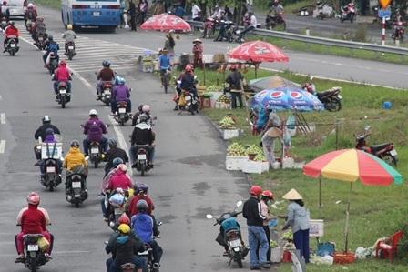 Người miền Tây lỉnh kỉnh hành lý, nối đuôi nhau đổ về Sài Gòn - 3