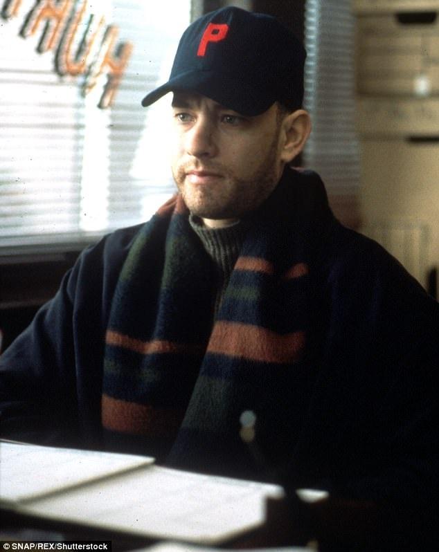 """Ngoài """"Sự im lặng của bầy cừu"""", Demme còn được biết tới với phim """"Philadelphia"""" (1993) với sự tham gia diễn xuất của nam chính Tom Hanks. Chuyện phim kể về người đàn ông nhiễm AIDS, đang sống trong những ngày tháng cuối ở Philadelphia."""
