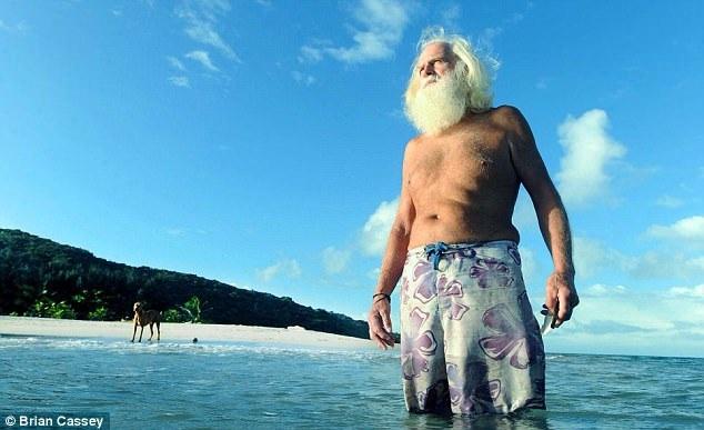 David Glasheen (ảnh) đã gọi hòn đảo nhỏ nằm ở phía đông bắc bờ biển Úc là nhà từ năm 1997, ông thay đổi hoàn toàn cuộc sống của mình từ một doanh nhân thành đạt ở Sydney, trở thành người đàn ông sống trên hoang đảo…