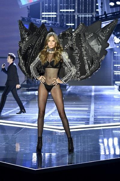 Người đẹp từng xuất hiện trên nhiều tạp chí danh tiếng như Marie Claire, Vanity Fair, V Magazine, Interview, LOfficiel, Vogue...