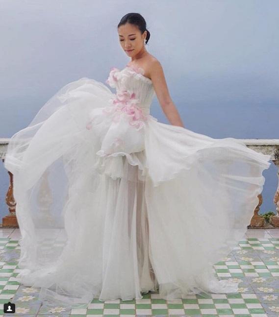 Cô dâu liên tục thay váy trong các sự kiện