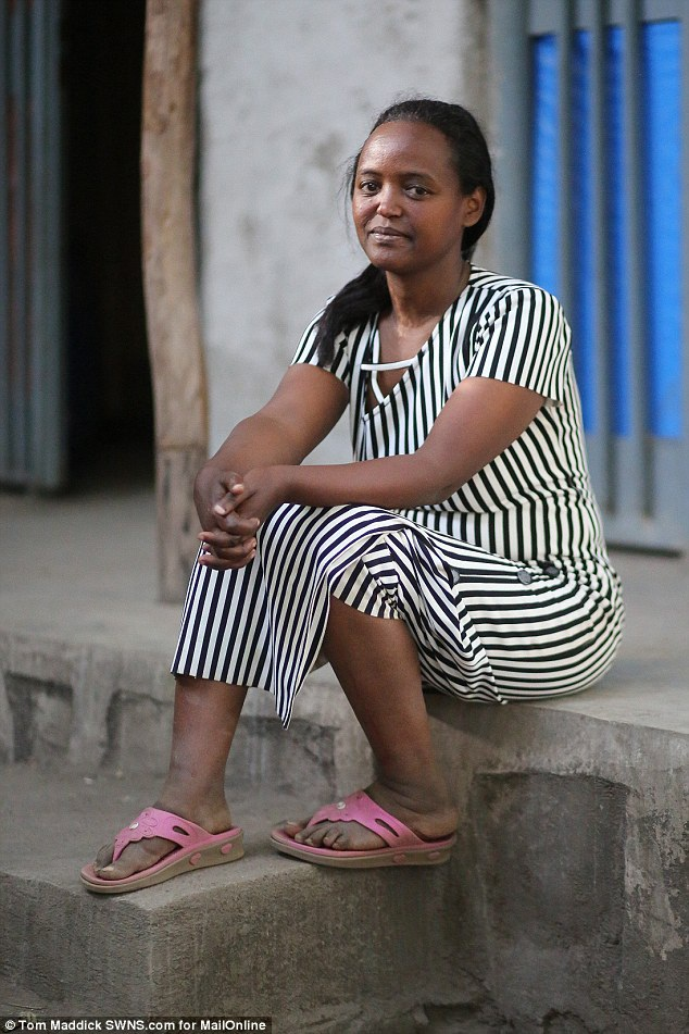 Chị Mentewab Dawit Lebiso là mẹ ruột của bé Zahara - con gái nuôi của Angelina Jolie và Brad Pitt. Zahara là người con duy nhất cho tới lúc này của chị Mentewab. Khi sinh Zahara, chị Mentewab là một phụ nữ đơn thân nghèo khó.