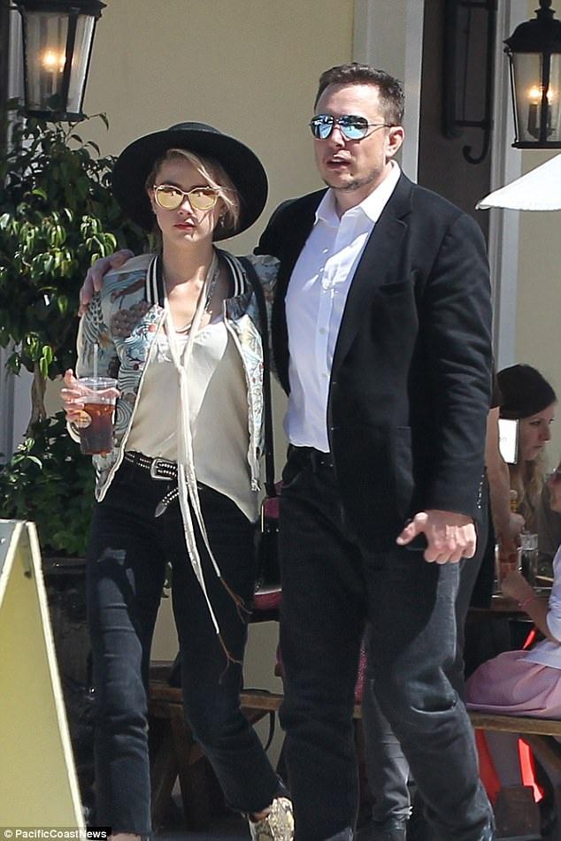 Amber Heard đi ăn trưa cùng bạn trai Elon Musk tại Los Angeles ngày 9/6 vừa qua