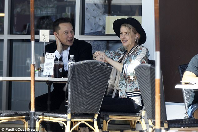 Musk từng trải qua 2 cuộc hôn nhân còn Amber cũng vừa kết thúc cuộc hôn nhân ồn ào với Johnny Depp