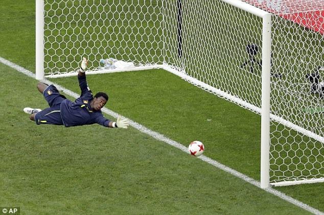 Thủ môn Ondoa đã có nhiều pha cứu thua cho đội tuyển Cameroon