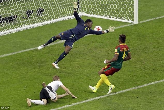 Pha đánh đầu ấn định chiến thắng 3-1 của Werner trước Cameroon