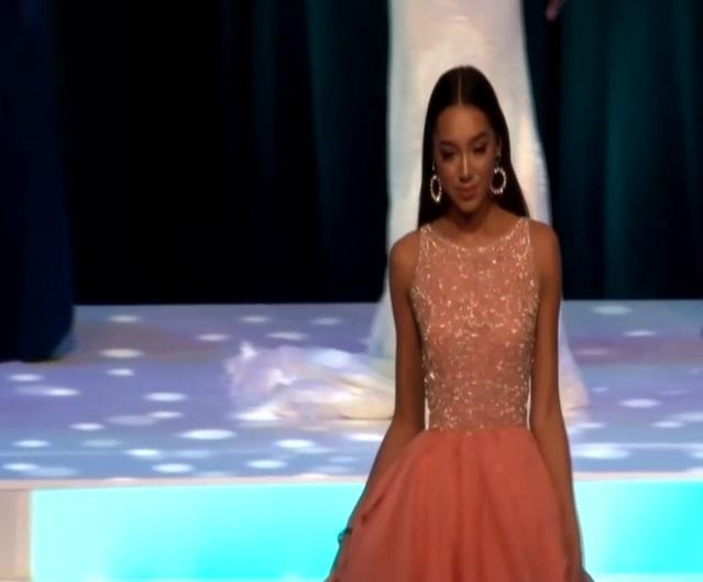 Trước khi đêm chung kết diễn ra, Diana Lai đã lọt và top 3 của hai giải thưởng phụ tổ chức bên lề cuộc thi. Trong ảnh là khi người đẹp xuất hiện tại một sự kiện vừa tổ chức vào ngày 5/10 vừa qua.