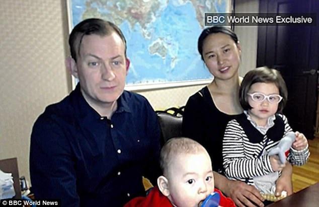 Trong tuần này, giáo sư Robert Kelly đã xuất hiện trở lại cùng với gia đình nhỏ của mình