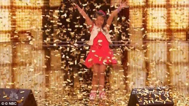 Cô bé đã nhận được nút vàng đặc cách từ giám khảo Chris Hardwick.