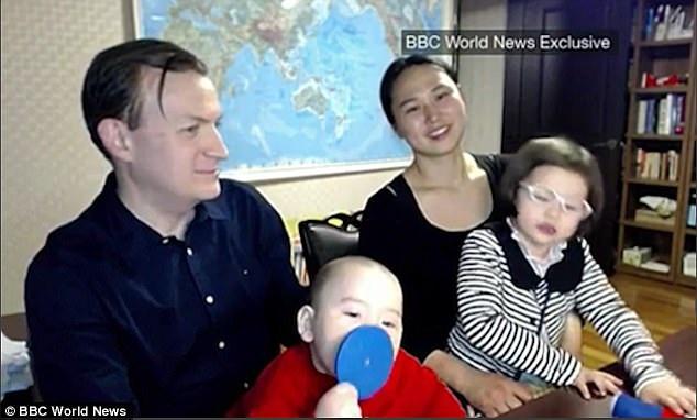 """Gia đình xuất hiện trong """"cuộc phỏng vấn thảm họa"""" tái xuất - 2"""