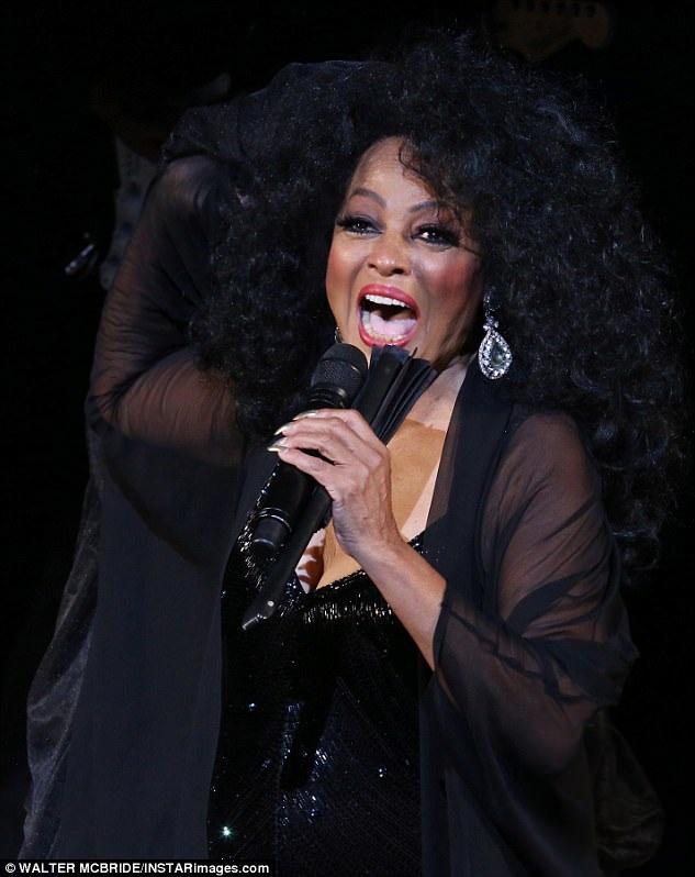 Nữ nghệ sĩ khá trẻ so với tuổi 73.