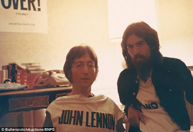 Những bức ảnh hiếm thấy được chụp bởi một nhà sản xuất âm nhạc có dịp góp mặt trong cuộc đoàn tụ của George Harrison và John Lennon tại New York (Mỹ), nơi John Lennon đã cùng vợ chuyển tới sinh sống sau khi The Beatles tan rã.