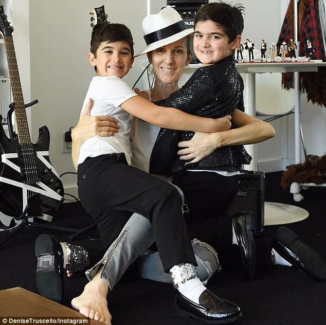 Những fan yêu mến Celine Dion đều cảm thấy bất ngờ vì cặp song sinh Eddy và Nelson lớn quá nhanh. Hiện giờ hai cậu bé đã ở tuổi lên 7.