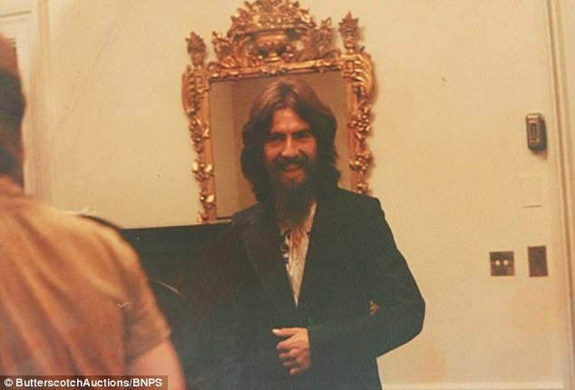 George Harrison đã tổ chức hai đêm nhạc từ thiện hồi năm 1971 tại New York (Mỹ), khi đã đặt chân tới thành phố nơi John Lennon đang sinh sống, Harrison liền liên lạc để gặp được bạn và mời bạn tham gia cùng mình trong đêm nhạc.