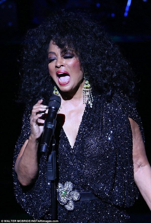 Trong đêm nhạc, khán giả đã được nghe lại các bản hit trong sự nghiệp của Diana Ross.