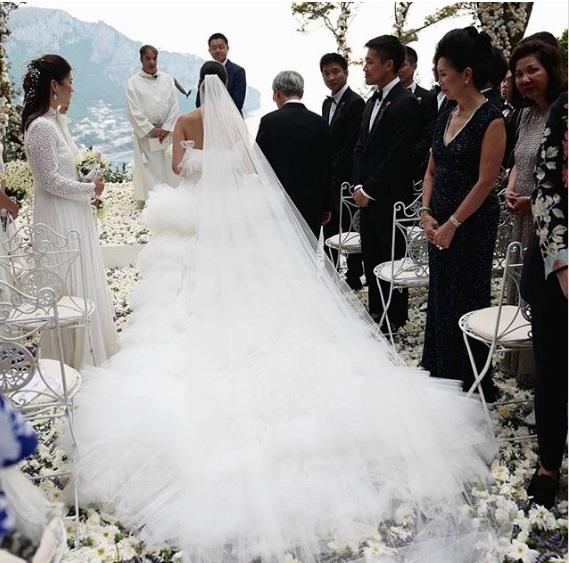 Hôn lễ xa hoa của blogger thời trang Hồng Kông gây choáng ngợp - 16
