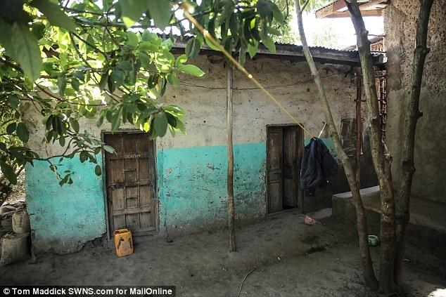 Ngôi nhà khiêm tốn của chị Mentewab. Giờ đây đã ở tuổi 31, chị vẫn là một người phụ nữ độc thân, không kết hôn, không sinh thêm con.