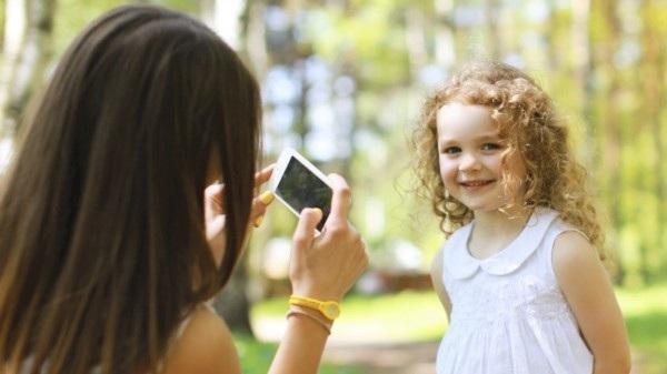 Cha mẹ có xâm phạm quyền riêng tư của con khi đăng ảnh lên mạng? - 2
