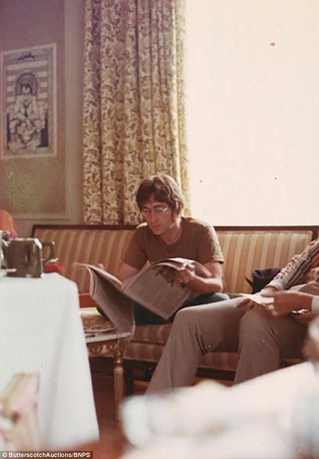 Cuộc gặp diễn ra thân mật trong một căn hộ ở New York.