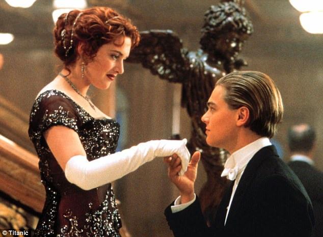 """Hai người đã là bạn kể từ lần đầu gặp nhau trên phim trường """"Titanic"""". Tính đến nay, bộ phim đã mang lại doanh thu tổng cộng 2 tỷ USD."""