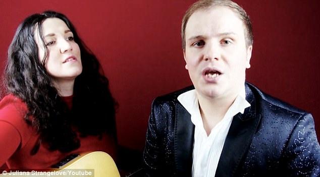 "Nữ ca sĩ Juliana Strangelove sở hữu giọng nữ trầm ""contralto""; nam ca sĩ Arthur Vasiliev sở hữu giọng nam cao ""countertenor""."
